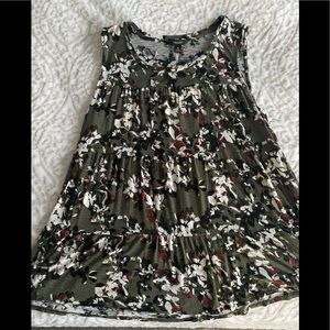 Used Vera Wang Floral Tiered Tank Top